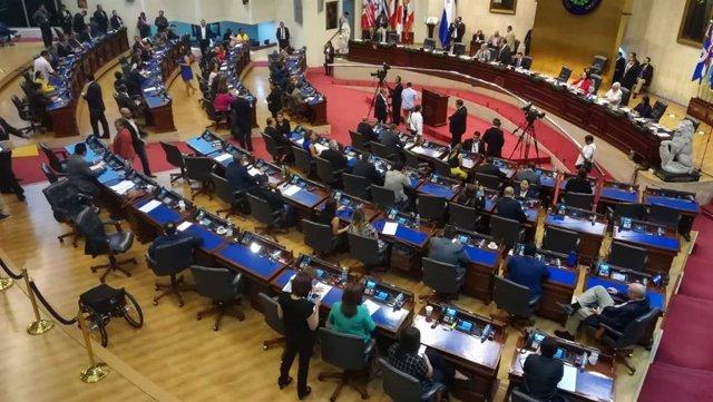 La Asamblea Legislativa de El Salvador condena la toma militarizada de sus instalaciones.