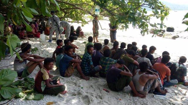 Bangladesh.- Al menos 11 muertos y decenas de rohingya desaparecidos tras hundir