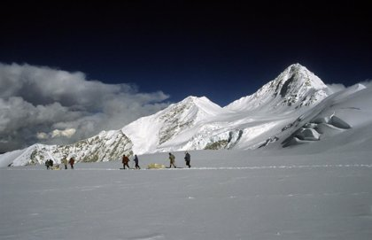 Rastro del albor de la Revolución Industrial en un glaciar del Himalaya