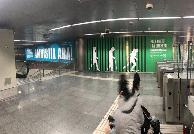 Campanya d'mnium al Metro de Barcelona
