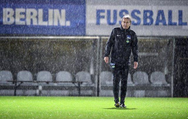Fútbol.- Jürgen Klinsmann renuncia como entrenador del Hertha Berlín 76 días des
