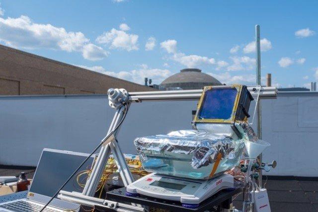 Pruebas conel nuevo sistema desalinizador solar pasivo