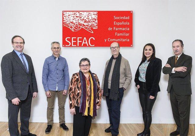 SEFAC, médicos de atención primaria y neumólogos especialistas en cesación tabáquica consensuan el rol del farmacéutico en el abordaje del tabaquismo.