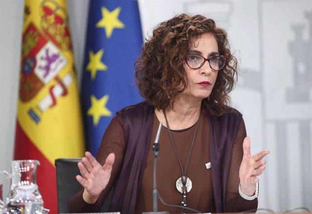 La ministra de Hacienda y Portavoz del Gobierno, María Jesús Montero, durante la rueda de prensa ante los medios de comunicación tras el Consejo de Ministros en La Moncloa, Madrid (España), a 4 de febrero de 2020.