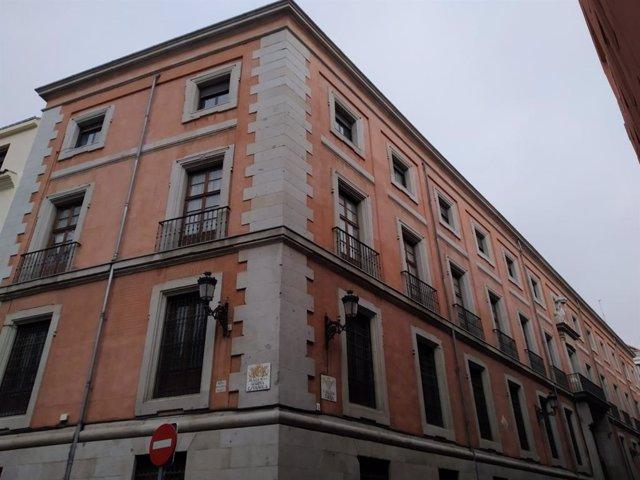 Esquina entre las calles Torija y del Reloj del Convento de las Reparadoras, en Madrid.