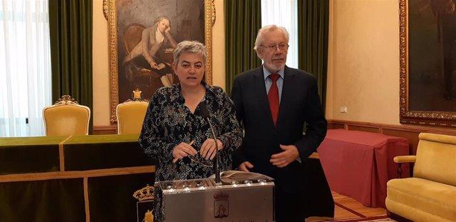 La alcaldesa de Gijón, Ana González, y el presidente de la SIBI, Marcelo Palacios, durante la presentación del XI Congreso Internacional de Bioética