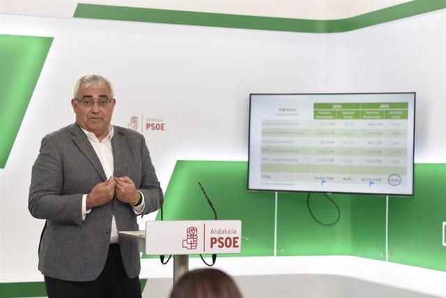 El portavoz socialista de Hacienda en el Parlamento andaluz, Antonio Ramírez de Arellano, en rueda de prensa.