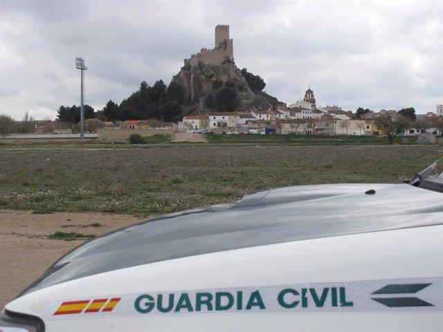 La Guardia Civil detiene a tres personas por un robo con violencia y a otra por la receptación de los efectos sustraídos