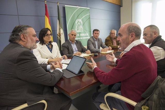 Granada.- El delegado de la Junta se compromete con agricultores y ganaderos a t