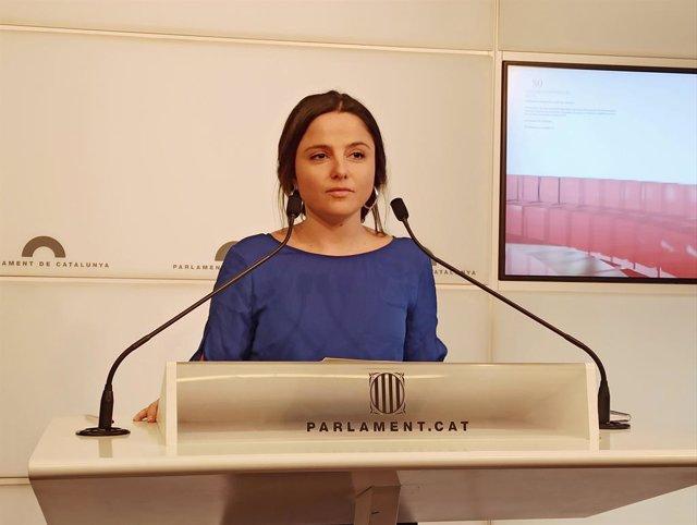 La diputada de la CUP Maria Sirvent en roda de premsa.