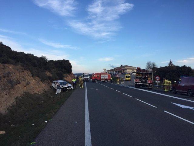 Una mujer muerta y cuatro heridos graves en un accidente en Vilanova de l'Aguda (Lleida)