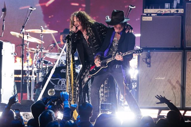 January 26, 2020 - Los Angeles, California, United States:: Aerosmith, featuring Steven Tyler and Joe Perry performs at the 62nd GRAMMY Awards at STAPLES Center in Los Angeles, CA. (Robert Gauthier / Los Angeles Times / Contacto)