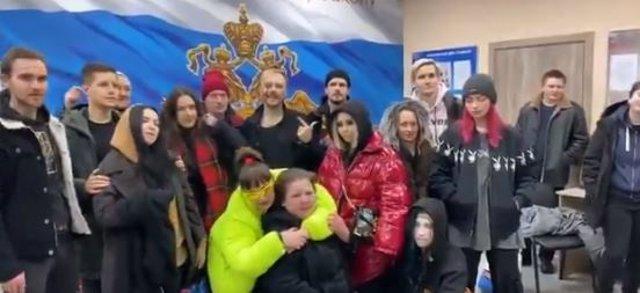 Fotograma del vídeo difundido por una componente de Pussy Riot tras la puesta en libertad de los detenidos.