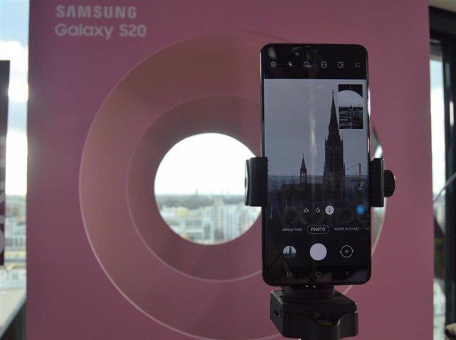 Samsung se adelanta al MWC y presenta el Galaxy S20 Ultra, con zoom de 100 aumen