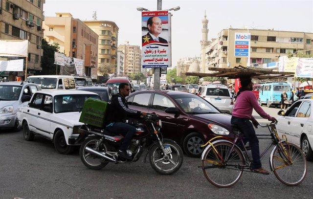 Una calle en la capital de Egipto, El Cairo