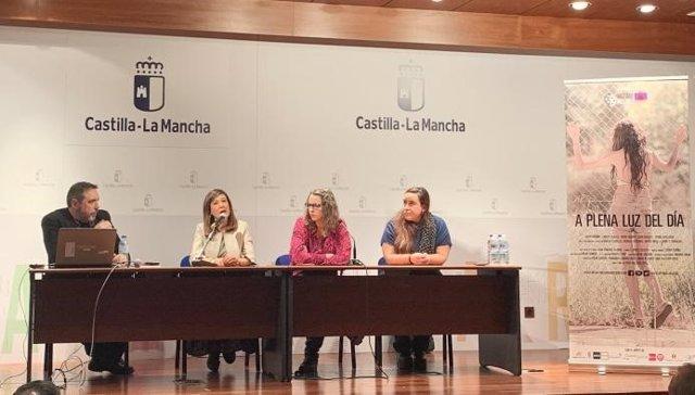 La directora del Instituto de la Mujer de C-LM, Pilar Callado, en la inauguración de la exposición itinerante 'Mujeres ingenieras de éxito'
