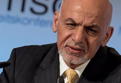 """Ghani dice que EEUU ha informado a Afganistán sobre """"progresos notables"""" en las conversaciones con los talibán"""