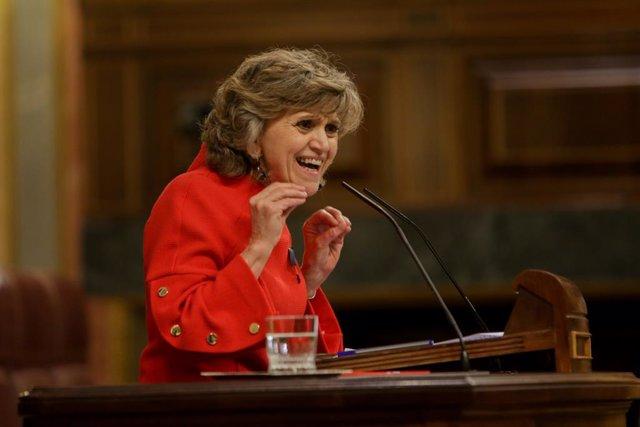 La diputada socialista i exministra de Sanitat, Consum i Benestar Social, María Luisa Carcedo, intervé des de la tribuna en defensa de la proposició de Llei de despenalització de l'Eutanàsia