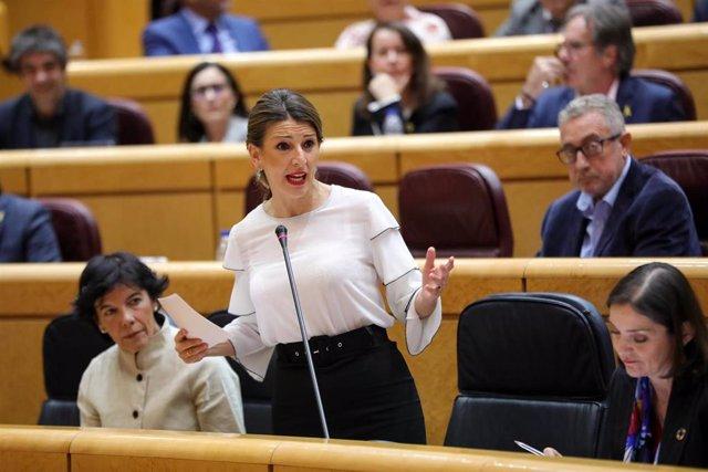 La ministra de Trabajo y Economía Social, Yolanda Díaz, interviene durante la primera sesión de control al Gobierno de coalición PSOE y Unidas Podemos de la XIV Legislatura en el Senado, en Madrid (España), a 11 de febrero de 2020.