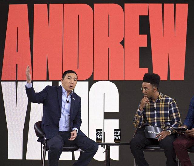El precandidato demócrata Andrew Yang en un acto en campaña en Iowa.