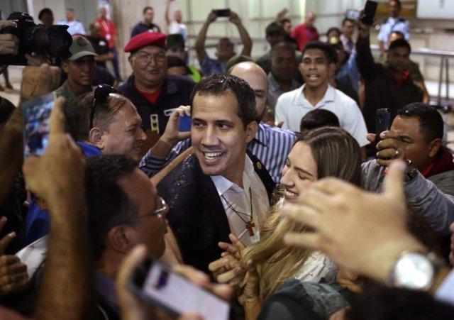 """Venezuela.- Denuncian la desaparición """"forzada"""" de un tío de Guaidó a su llegada"""