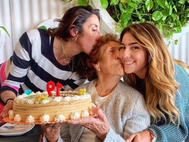 Paz Padilla con su madre y con su hija Anna en su 91 cumpleaños