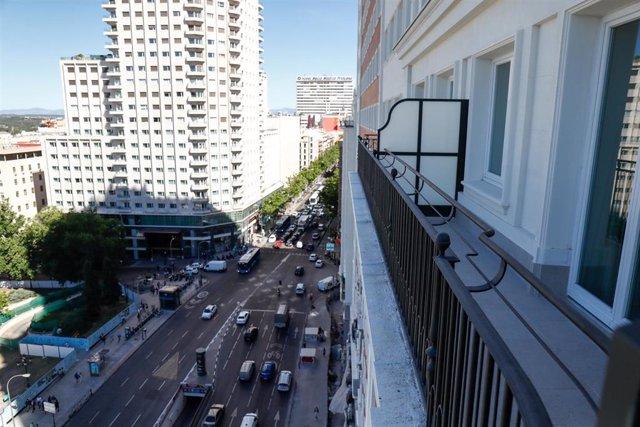 Vista de la calle Princesa y el hotel Barceló Torre de Madrid