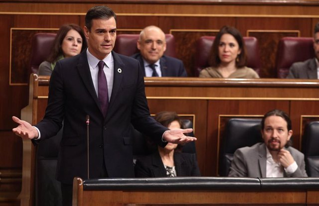 El presidente del Gobierno, Pedro Sánchez, responde a la pregunta del presidente del PP, Pablo Casado, durante su turno de réplica en una sesión plenaria en el Congreso de los Diputados, Madrid (España), a 12 de febrero de 2020.