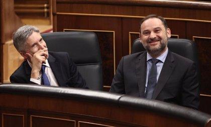 El PP pide a gritos en el Congreso la dimisión de Àbalos, aplaudido por el PSOE