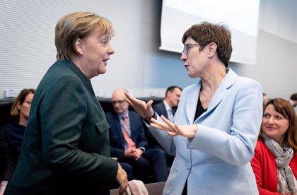 Alemania.- El SPD avisa de que romperá la gran coalición si Merkel se va