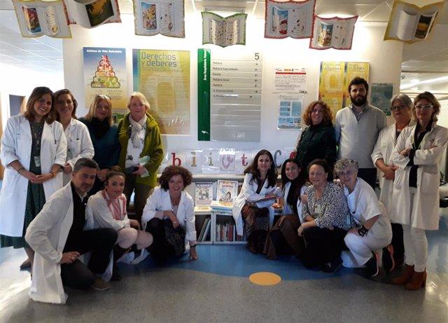 Entrega de fondos bibliográficos al Hospital de Valme