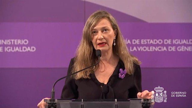 La delegada del Gobierno contra la Violencia de Género, Victoria Rosell, durante una comparecencia institucional con motivo del último asesinato de una mujer a manos de su pareja en Granada, y otro crimen de violencia de género en Lugo.