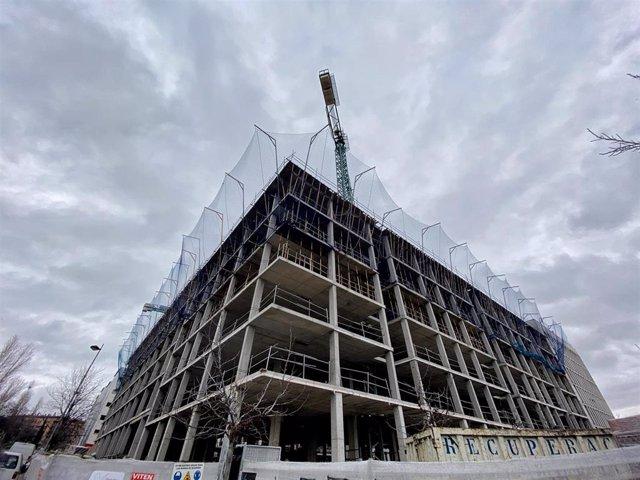 Edificio de viviendas en construcción en un momento en el que la demanda de hipotecas sufre su mayor caída desde 2013 por malas expectativas y cambios regulatorios, en Madrid a 27 de enero de 2020.