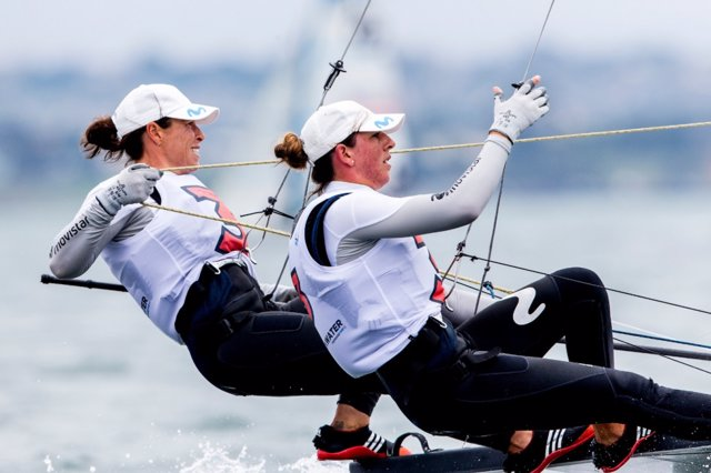 Támara Echegoyen y Paula Barceló durante una regata