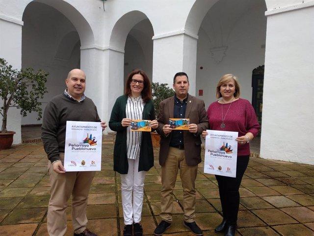 Silas y Expósito (centro) presenta la Guía Turística de Peñarroya-Pueblonuevo