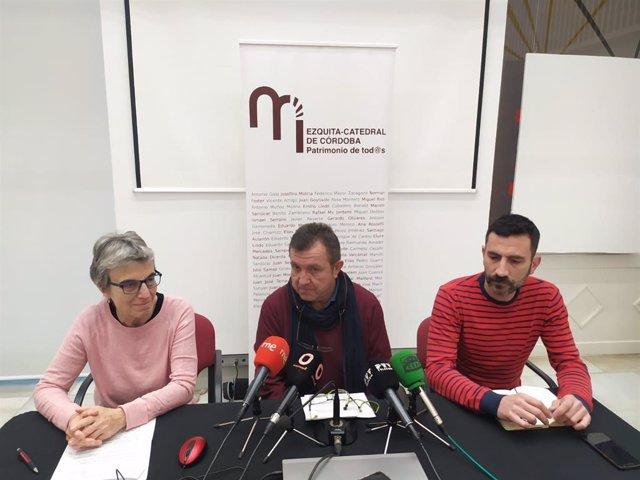 Miguel Santiago (centro), entre Ana Freixas y José David Luna, durante la rueda de prensa de la Plataforma Mezquita-Catedral 'Patrimonio de Todxs'.
