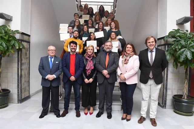 Autoridades y participantes de los talleres de empleo de la Junta en Algeciras
