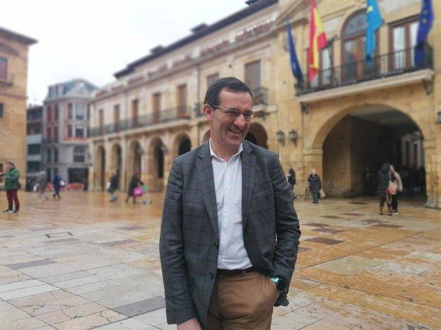 Javier Cuesta en la Plaza del Ayuntamiento.