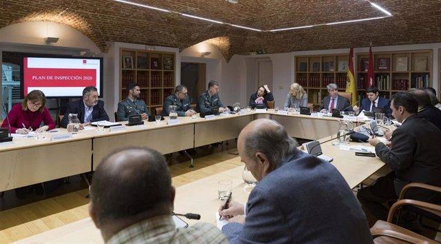 Garrido preside la reunión para presentar el Plan de Inspección del Transporte 2020