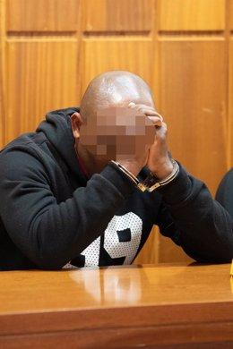 El acusado de matar a su mujer y amenazar a sus tres hijos durante el juicio