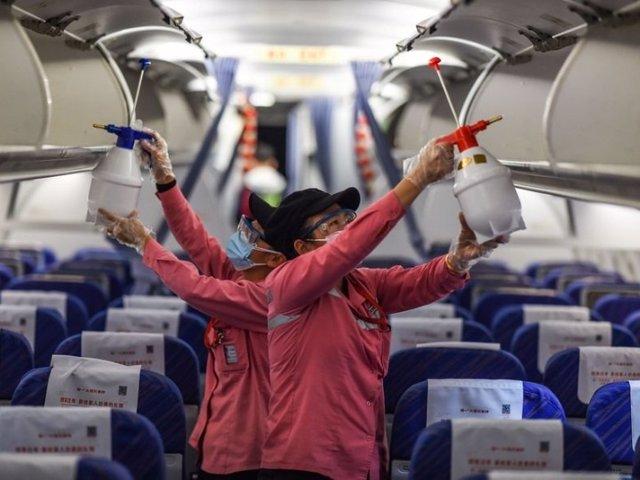 China pide que levanten las prohibiciones de viaje lo antes posible para facilitar los viajes transfronterizos y está dispuesta a trabajar con otros países y tomar medidas estrictas de control de epidemias para salvaguardar la salud de pasajeros.