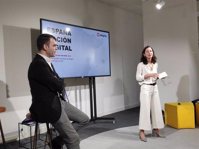 La presidenta de Adigital, Carina Szpilka, y el socio director de Sifdi, Andrés García, en la presentación del informe 'España Nación Digital'