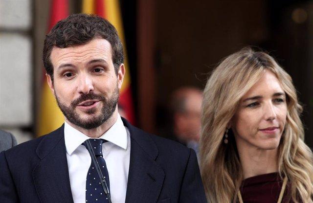 El presidente del Partido Popular, Pablo Casado; y la portavoz del PP en el Congreso, Cayetana Álvarez de Toledo, atienden a los medios en el Congreso
