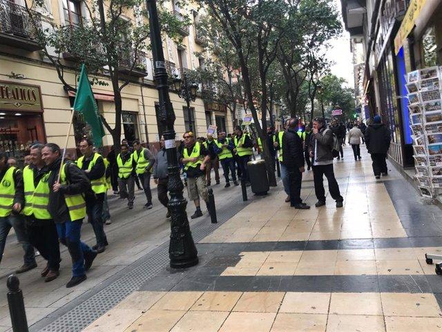 Trabajadores de FCC parques y jardines de manifestación por la calle Don Jaime I
