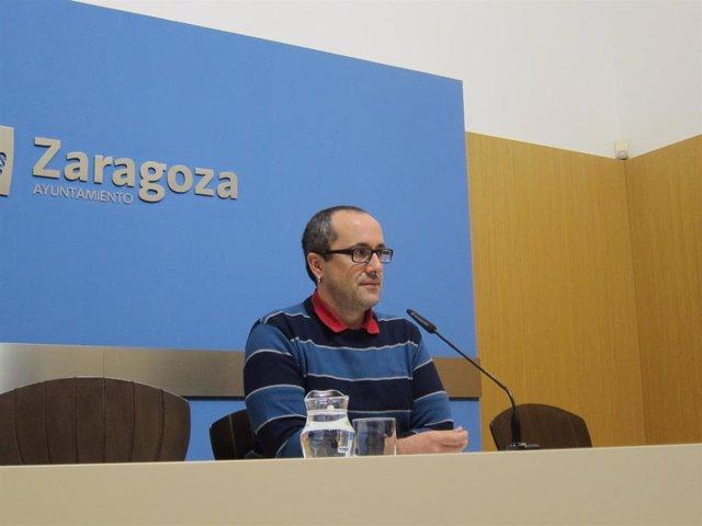 El concejal del grupo municipal de ZeC en el Ayuntamiento de Zaragoza, Alberto Cubero.