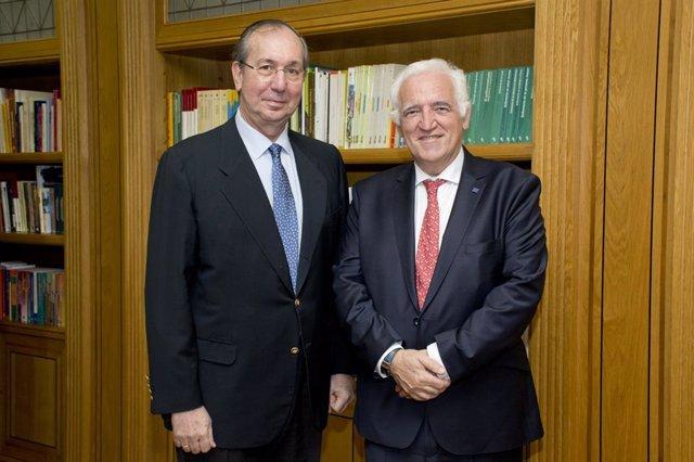 Felipe Calvo de la Clínica Universidad de Navarra y Frédérick Bordry del CERN en la Fundación Ramón Areces