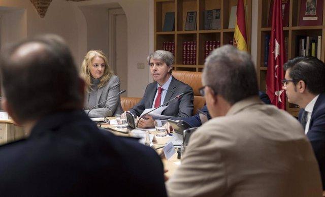 El consejerom de Transportes de la Comunidad, Ángel Garrido, en la reunión para presentar el Plan de Inspección de Transportes 2020