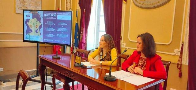 La concejala de Feminismos y LGTBIQ+, Lorena Garrón, y la directora de la Unidad de Igualdad de la UCA, Raquel Pastor,en la presentación de la campaña 'No es No'