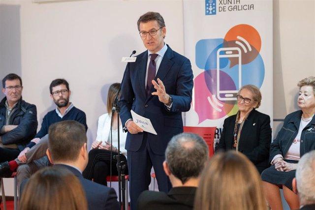 O titular do Goberno galego participa nun encontro con persoas usuarias do programa de Teleasistencia