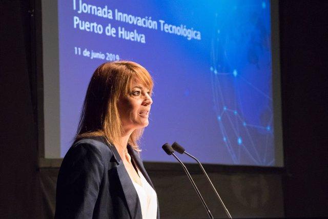 La presidenta del puerto de Huelva, Pilar Miranda, durante una de las jornadas realizadas por la institución